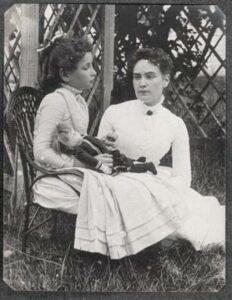 Helen Keller con Anne Sullivan